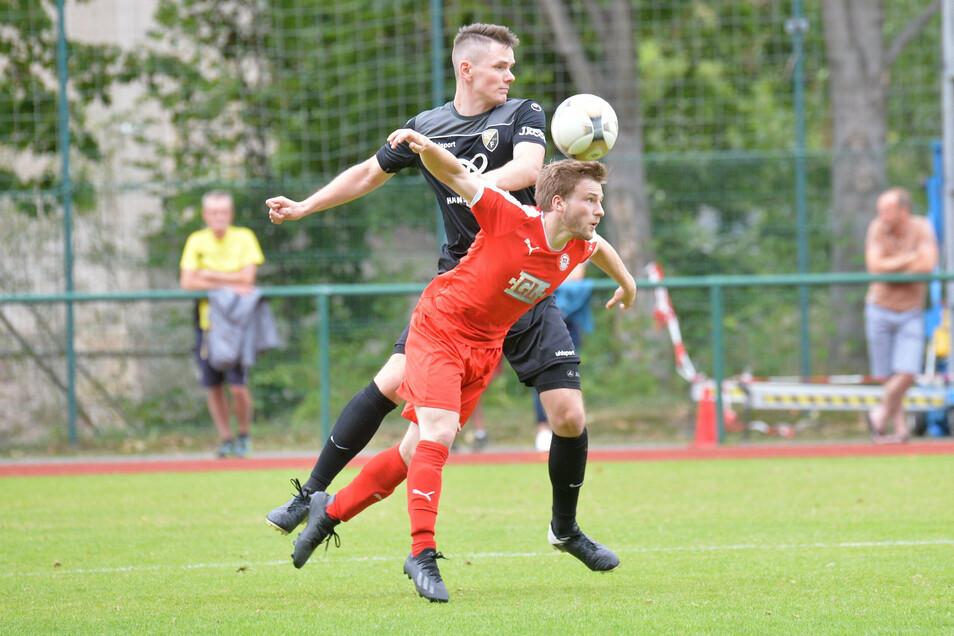 In die nächste Runde gekämpft: Erik Schütze (in schwarz) und seine Freitaler.