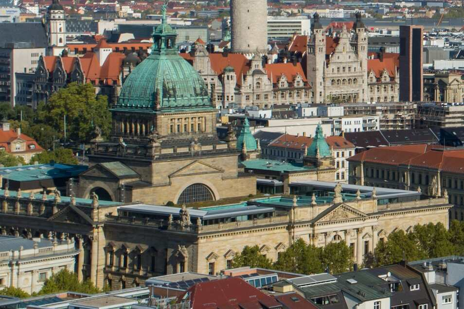 Unbekannte haben Feuer am Bundesverwaltungsgericht in Leipzig gelegt.