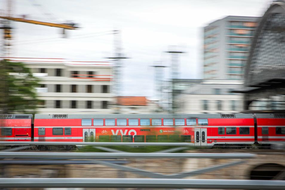 Nach der Zugfahrt im malerischen Elbtal ist ein 41-Jähriger in der S-Bahn nach Meißen auf seinen langjährigen Freund losgegangen. Jetzt ist er am Amtsgericht Dresden verurteilt worden.