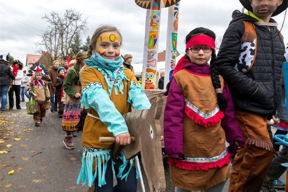 Die Kinder der Grundschule Rosenthal-Bielatal spielten Cowboy und Indianer. Marko Förster