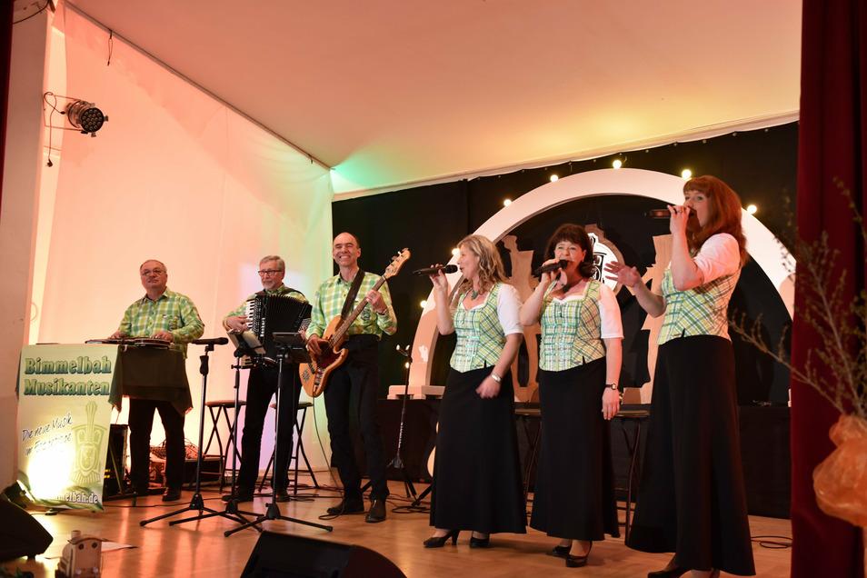 In zwei MDR-Sendungen am Freitag zu sehen: die Bimmelbah-Musikanten aus dem Altenberger Ortsteil Lauenstein.