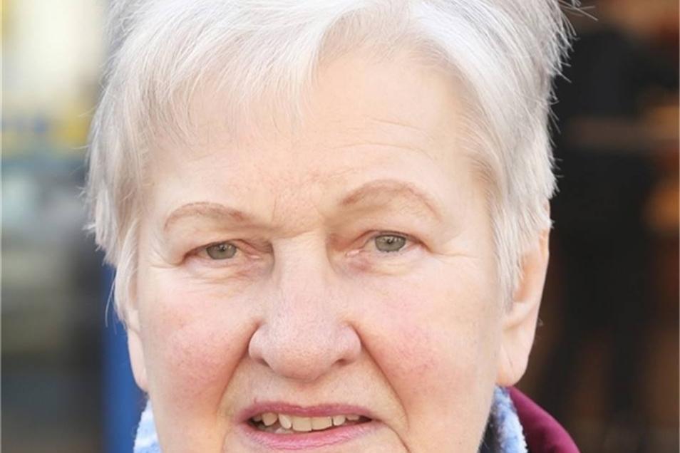 Brigitte Skopp aus Radewitz:  An sich kaufe ich ja nicht so viele Produkte von Nestlé. Vielleicht ab und zu eine Schokolade für meine Enkel. Aber wenn es genau die in Zukunft nicht mehr gibt, kaufe ich eben was anderes. Edeka hat ja immer etwas, was andere nicht haben.