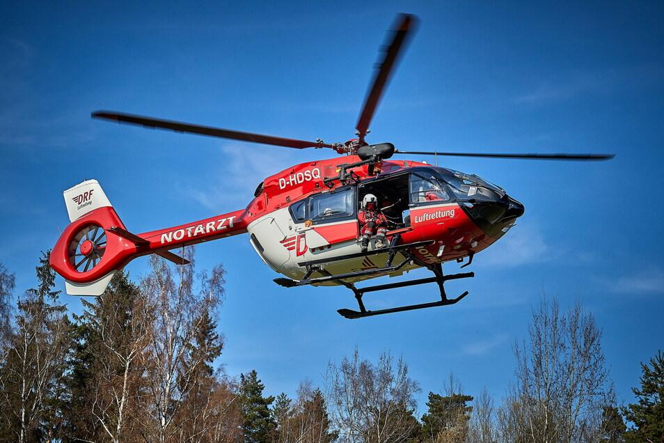 Der Abgestürzte wurde per Hubschrauber in ein Dresdner Klinikum geflogen.