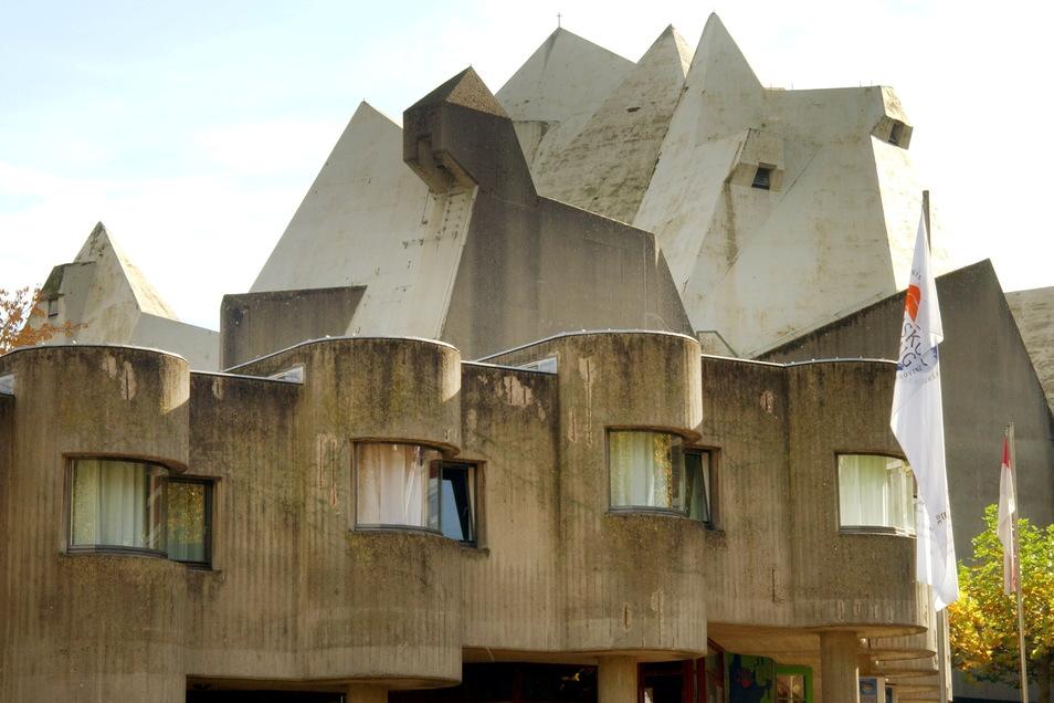 Böhm wurde durch spektakuläre Kirchenbauten wie den Pilgerdom in Neviges bei Düsseldorf berühmt.
