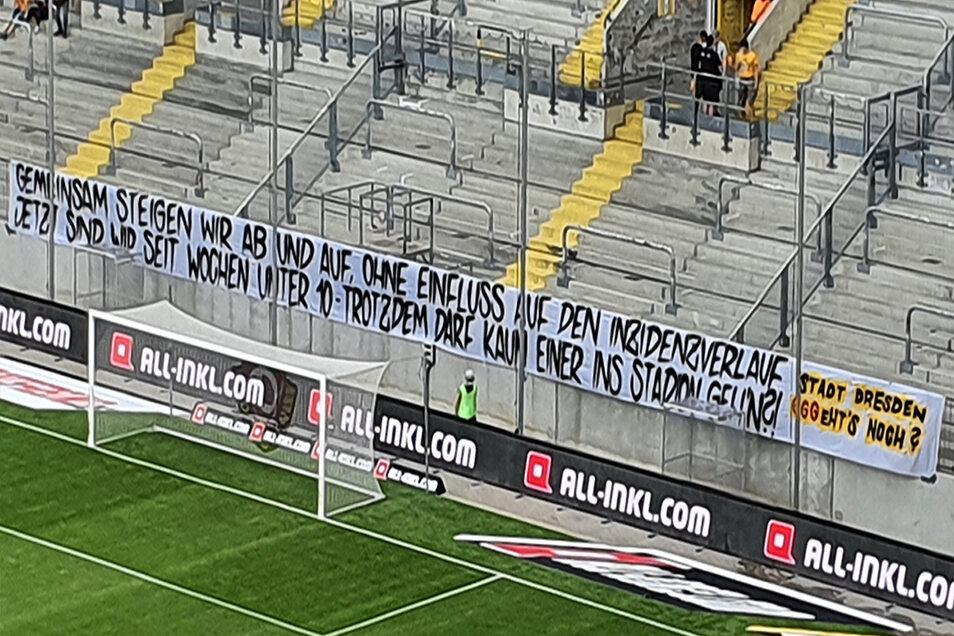 Das Transparent der Ultras im K-Block.