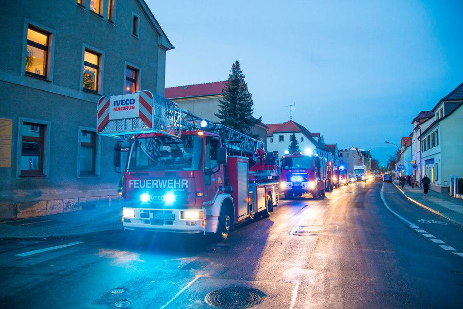 Ein umgekippte Kerze sorgte am Montagnachmittag für einen Feuerwehreinsatz in der Görlitzer Straße und daraufhin für Verkehrsstaus in beide Richtung.
