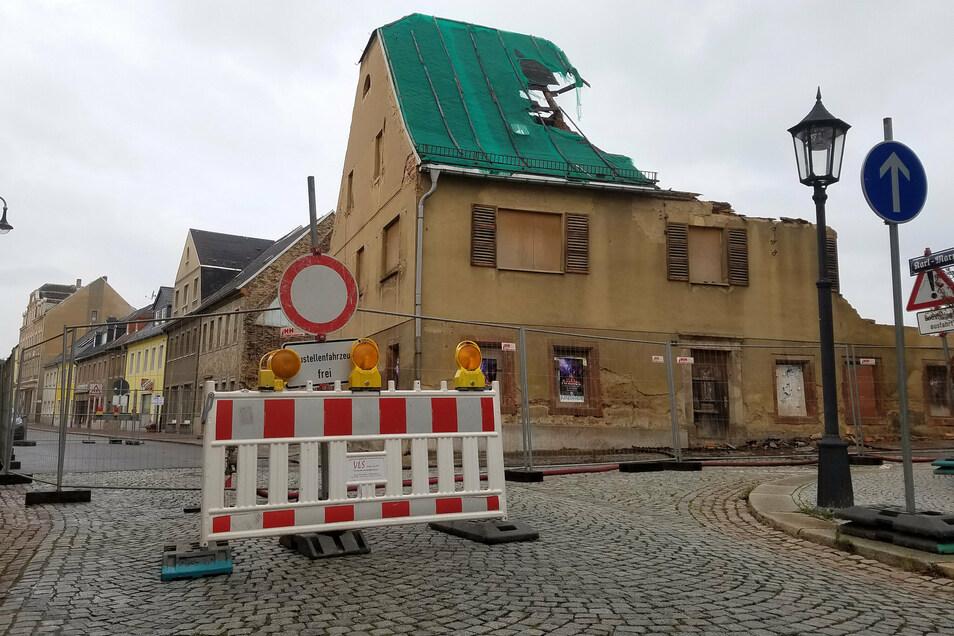 Die Karl-Marx-Straße und die Leisniger Straße in Hartha sind im Bereich der Abbrucharbeiten gesperrt.