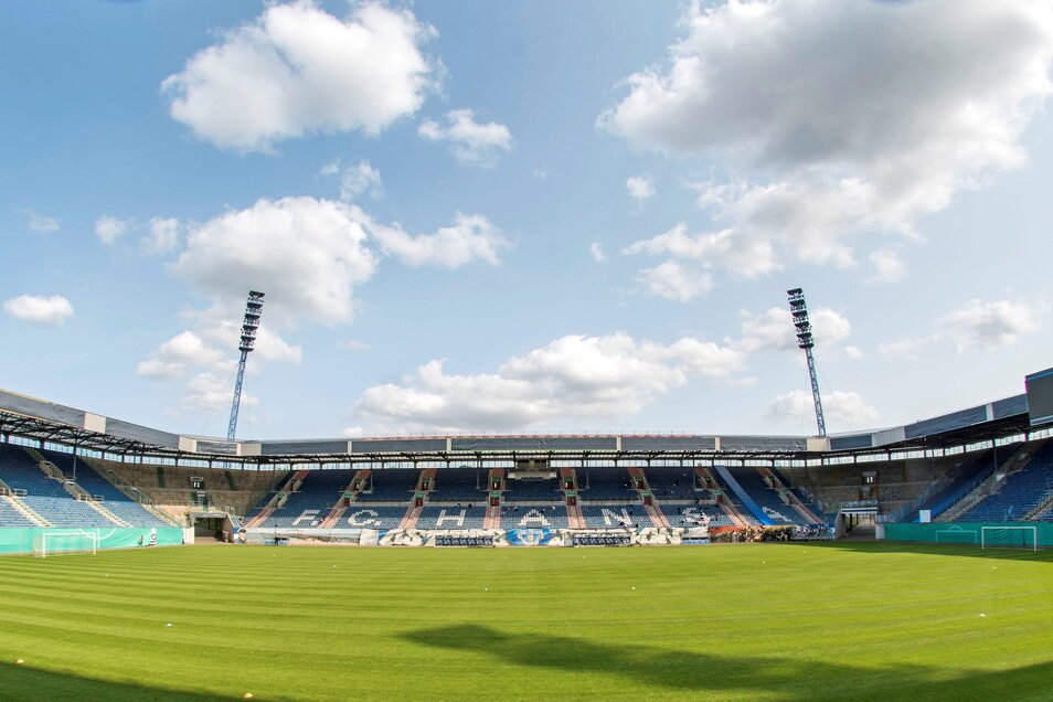 Heute Abend werden im Ostseestadion in Rostock 15.000 Zuschauer erwartet - 1.111 Dynamo-Fans inklusive.