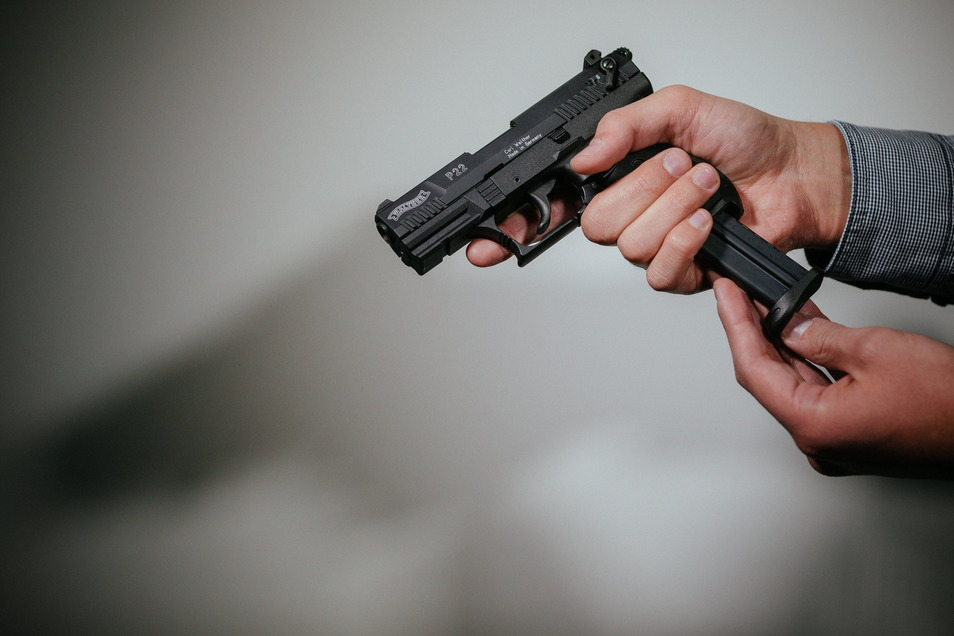 """Eine Schreckschuss-Pistole """"Walther P22""""."""