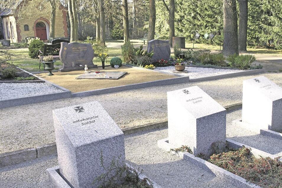 Auf dem Friedhof in Kromlau, mit Trauerhalle und Kriegsgräberanlage, wurde in den letzten Jahren viel Geld in Sanierungs- und Gestaltungsarbeiten investiert.
