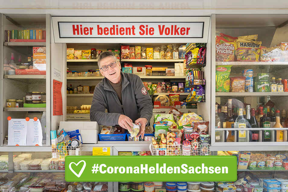 Volker Elmhorst versorgt aus dem Transporter heraus vor allem ältere Menschen in der Corona-Krise mit frischen Lebensmitteln.