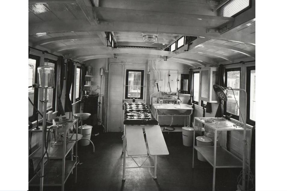 Im Verbands- und Apothekenwaggon des Zuges befand sich auch ein kleiner, aber für die damalige Zeit durchaus gut ausgestatteter OP-Raum.