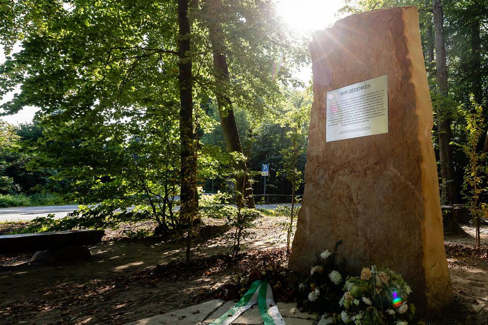 Gedenkstein an der Buchenparkhalle: Dank an die Menschen der Region.