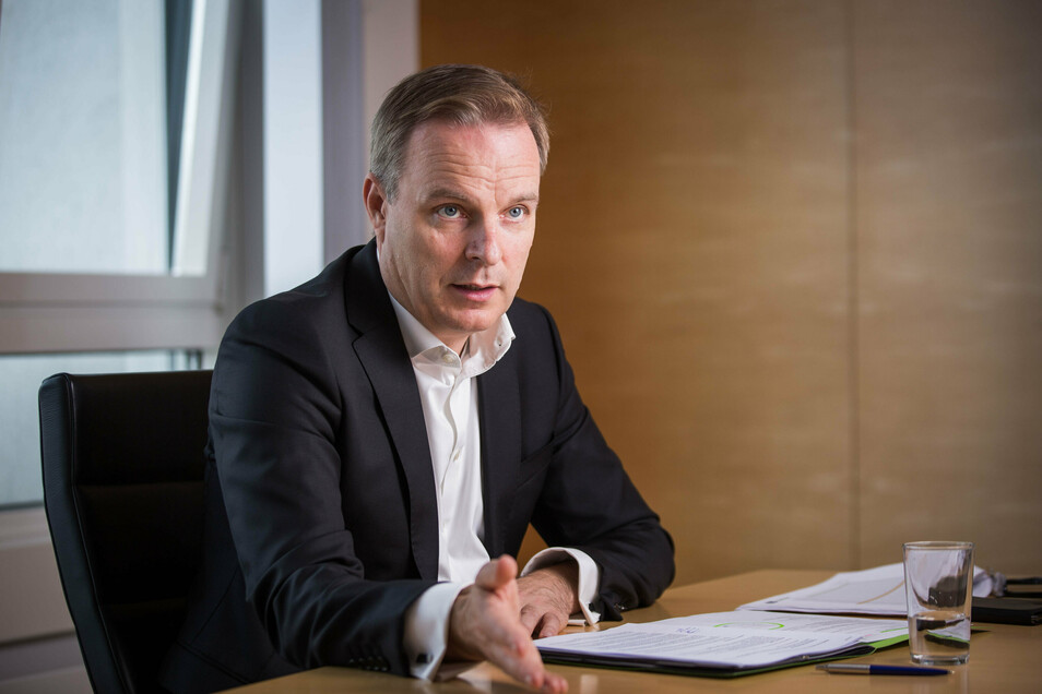 Der 53-Jährige gebürtige Braunschweiger fühlt sich bereits als Dresdner. Der Geschäftsführer ist Diplom-Physiker und promovierter Betriebswirt.