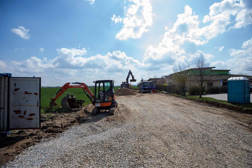 Derzeit wird ein neuer Parkplatz an der Kita Spatzennest in Braunsdorf gebaut.