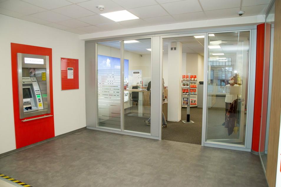 Mehr Platz ist jetzt im SB-Bereich der Filiale der Sparkasse in Rothenburg. Der Geldautomat ist umgezogen.
