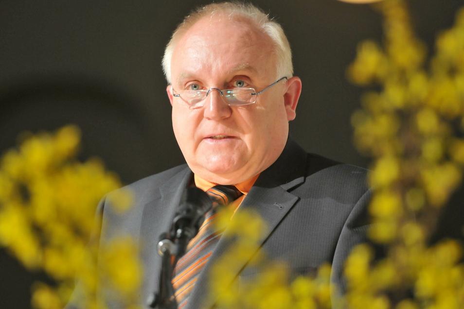 Löbaus Oberbürgermeister Dietmar Buchholz hat am Dienstag seinen Rücktritt bekannt gegeben. Er will aus gesundheitlichen Gründen sein Amt nicht fortführen.