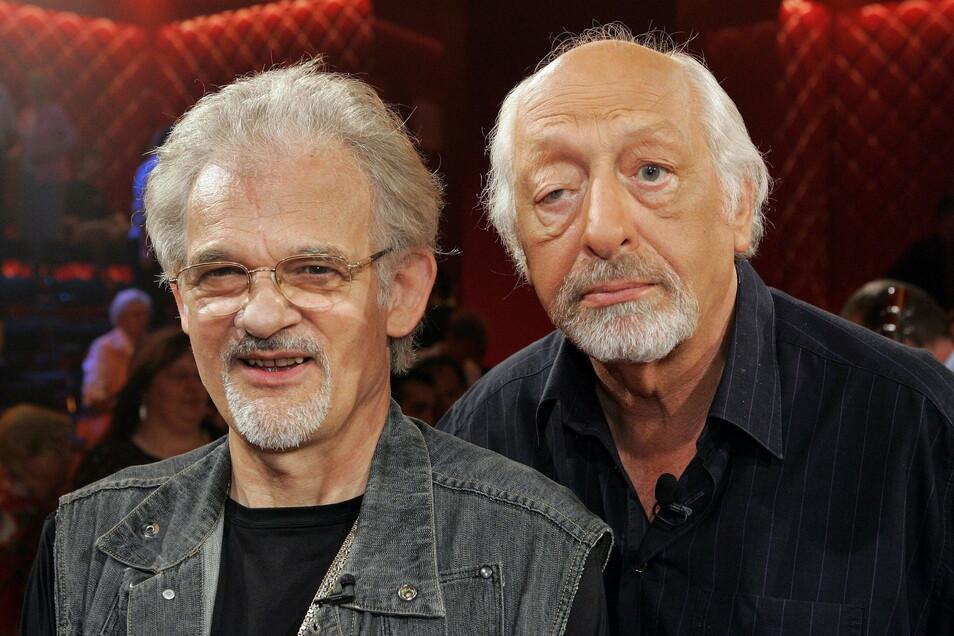 """2005: Die Komiker Ingo Insterburg (l) und Karl Dall (r) sind zu Gast in der ZDF-Talkshow """"Gottschalk & Friends""""."""