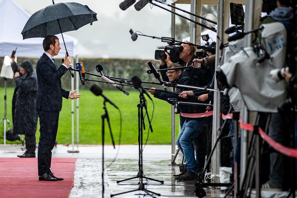Österreichs Kanzler Kurz hat klargemacht, er wolle nicht zurücktreten. Am Dienstag muss er sich allerdings einem Misstrauensvotum stellen.