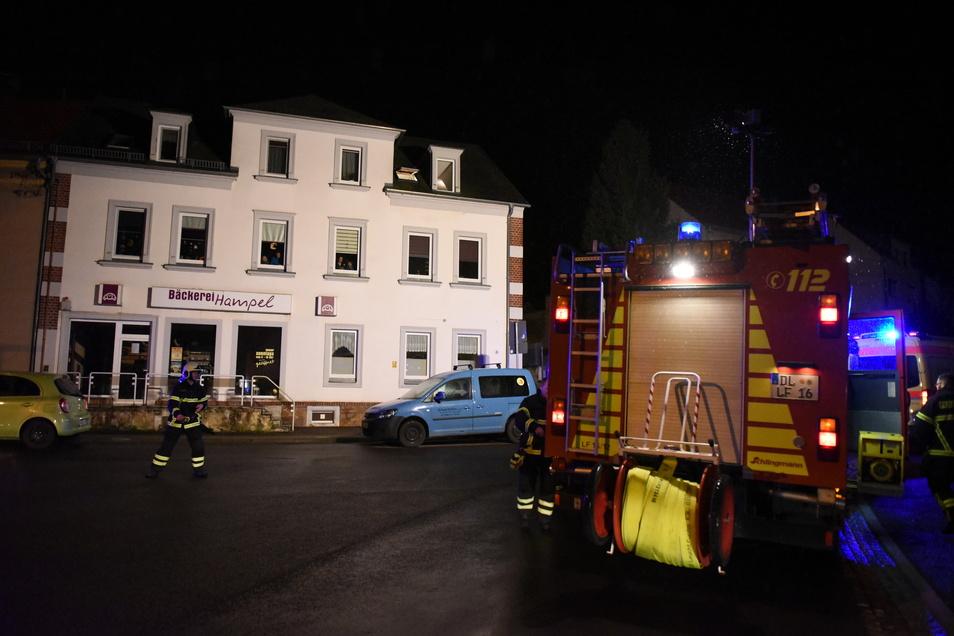Rettungsdienst, Feuerwehr und Polizei rückten am Montagabend an die Hermsdorfer Straße aus.