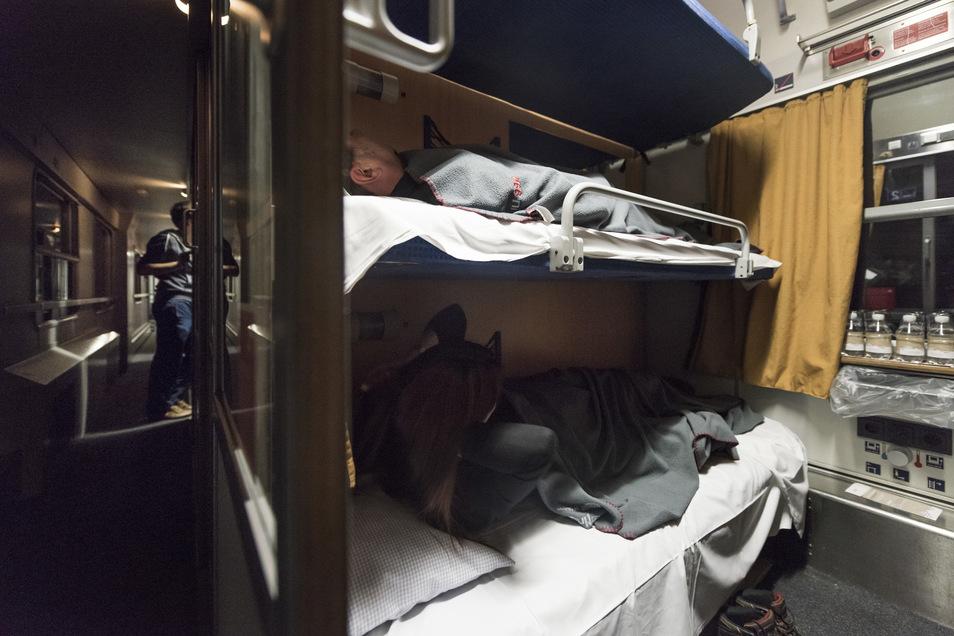 Blick in einen Nachtzug: Mit der Bahn soll es sich künftig schneller durch Europa reisen lassen.
