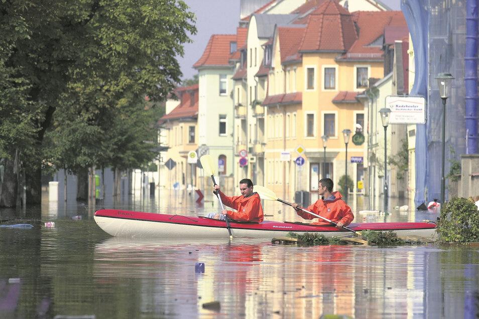 Bei der großen Elbe-Flut 2002 war der historische Dorfanger von Altkötzschenbroda nur noch per Boot zu überqueren. Die neue Plattform des Landesumweltamtes zeigt die Gefährdung für jedes Haus an. Allerdings vorerst nur für Einfamilienhäuser. Weiter