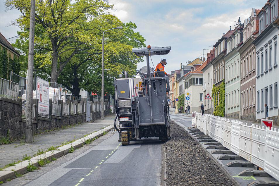 Auf der Oststraße in Kamenz werden Fernwärmeleitungen verlegt.