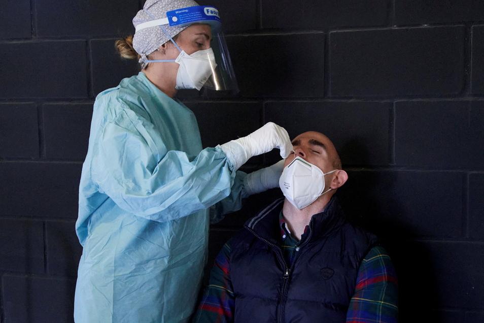 Bei Tests werden wieder mehr Neuinfektionen im Kreis Görlitz festgestellt.