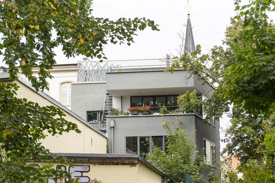 Das Haus der Seidels erinnert von außen an Bauhaus-Architektur.