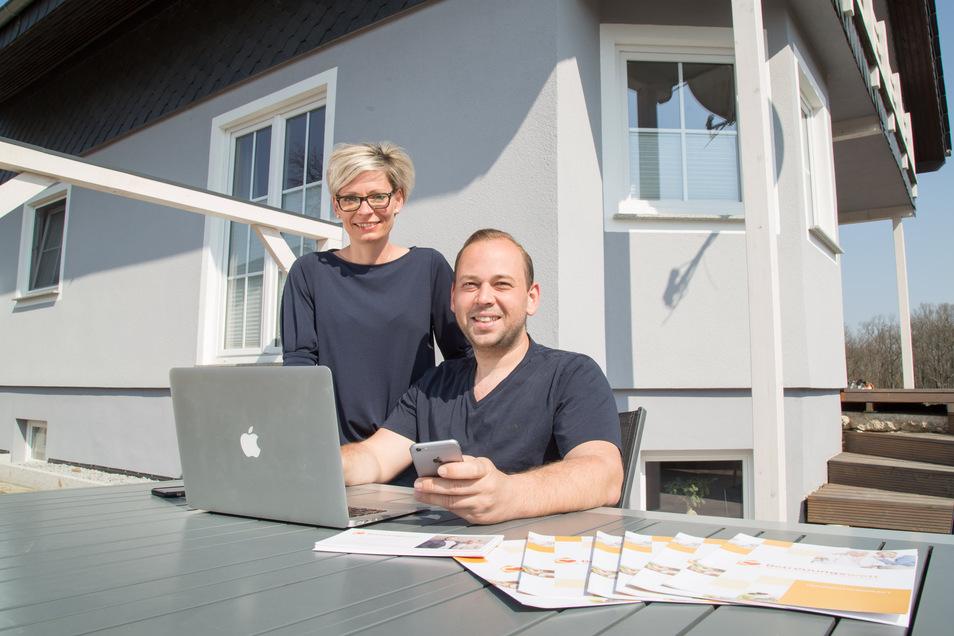 Sabrina Müller und Jan Holes wohnen in Gebelzig und vermitteln osteuropäische Betreuungskräfte in der Oberlausitz.