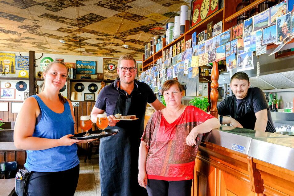 Die vier Neuen in der Hesse-Bar in der Moritzburger Straße (von links): Tamara Holtgrewe, Holger Förstemann, Heike Schwarzer, Johannes Hellmig.