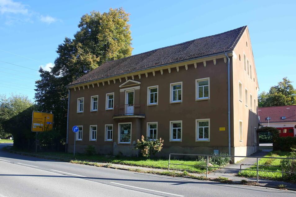 Der ehemalige Hort stand seit einiger Zeit leer, weil die Hortkinder mit ins neu gebaute Kinderhaus gezogen sind.