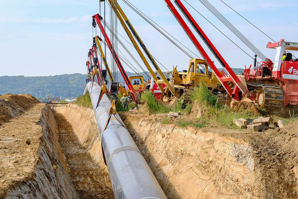 Die europäische Gas-Anbindungsleitung (Eugal) wird von der Ostseeküste in Lubmin bei Greifswald bis an die tschechische Grenze in Deutschneudorf verlegt.