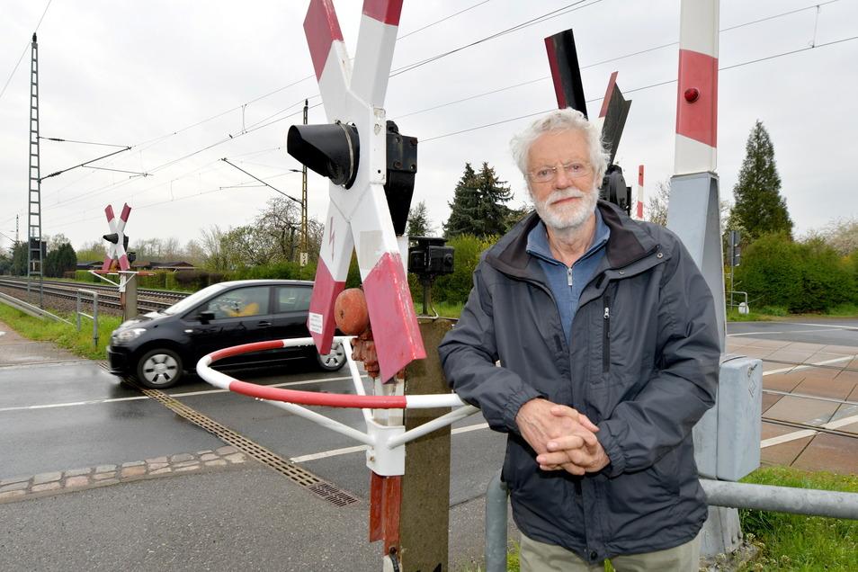 Kämpft für eine anwohnerfreundliche neue B 6: Peter Bartels will verhindern, dass Anwohner in Stetzsch lange Umwege auf sich nehmen müssen, wenn der Bahnübergang Am Urnenfeld wegfällt.