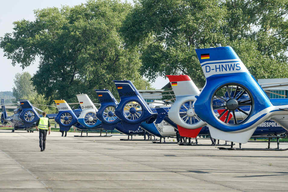 Insgesamt acht Hubschrauber machten am Donnerstag erst in Bautzen Halt, dann flogen sie über Dresden weiter nach Kassel.
