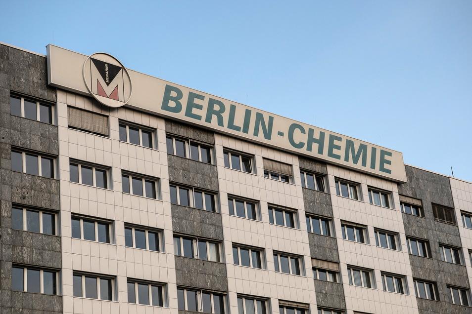 Berlin-Chemie will nach Aussage von Gesundheitssenatorin Kalayci (SPD) im Abgeordnetenhaus Corona-Impfstoff produzieren. Doch es gibt Widersprüche.