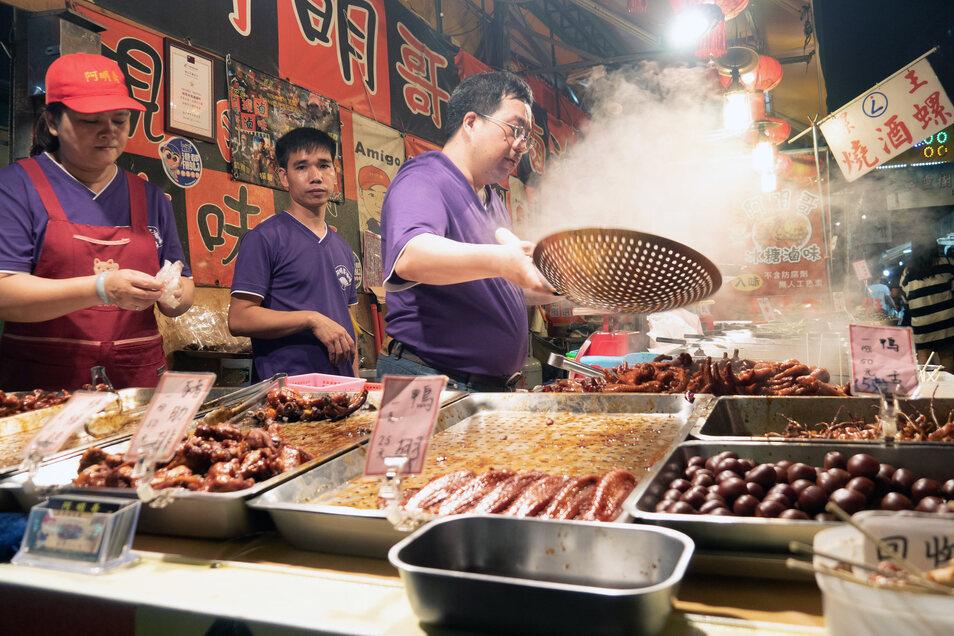 Erlebnis für die Sinne: Zischen und Dampfen gehört auf dem Ruiteng Night Market in Kaohsiung einfach mit dazu.