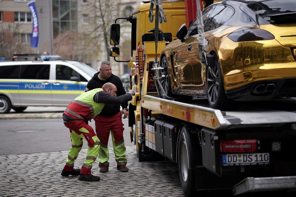 Die Männer vom Abschleppdienst handelten im Auftrag der Polizei.