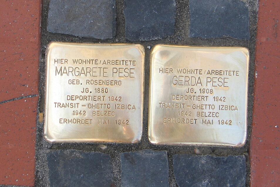 Die Stolpersteine erinnern vor dem Haus Muskauer Straße 75 daran, dass dort bis 1936 Margarete und Gerda Pese lebten. 1942 wurden die beiden jüdischen Frauen deportiert.
