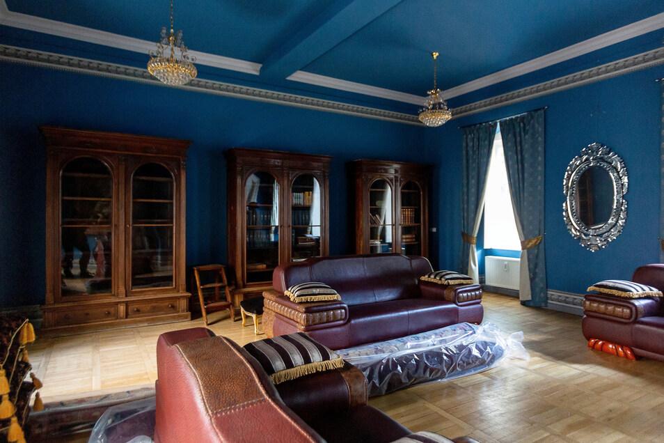 Die Winckelmannstube ist im Blauen Salon eingerichtet. Hier darf der Verein interne Sitzungen und Veranstaltungen abhalten.