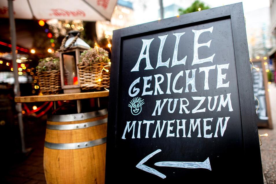 Wer sein Essen im Restaurant abholt, kann ab 2023 auch Mehrwegverpackungen verlangen.