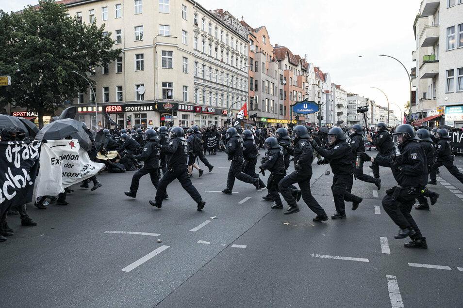 Schon seit einer Woche gibt es Demonstrationen gegen die Räumung des Schillerkiezes.