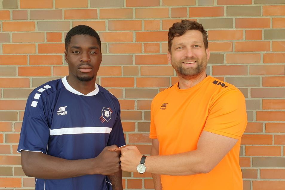 International-Trainer Karsten Hänsel (rechts) – geboren in Bautzen – mit seinem Defensivspieler Kevin Williams aus Irland.