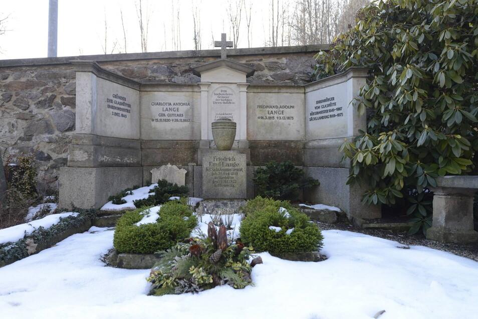 Das Grab von Ferdinand A. Lange auf dem Friedhof in Glashütte. Hier eine Aufnahme von 2015.
