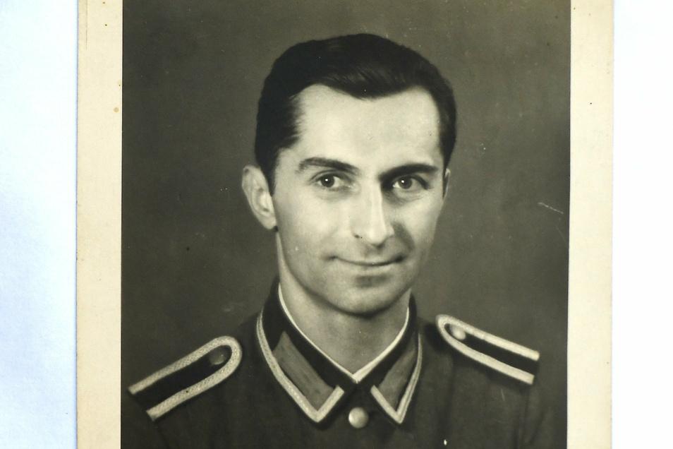 Kurt Hahnspach als Unteroffizier während des Zweiten Weltkrieges ...