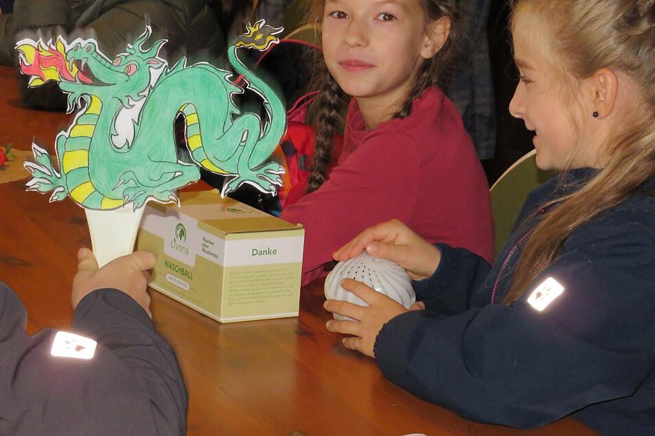 Über 180 sorbisch lernende Kinder verbrachten in der Krabatmühle anlässlich des 20jährigen Bestehens des Witaj-Sprachzentrums zwei Projekttage, in denen spielerisch auf die Krabat-Sage und das Mühlenhandwerk eingegangen wurde.