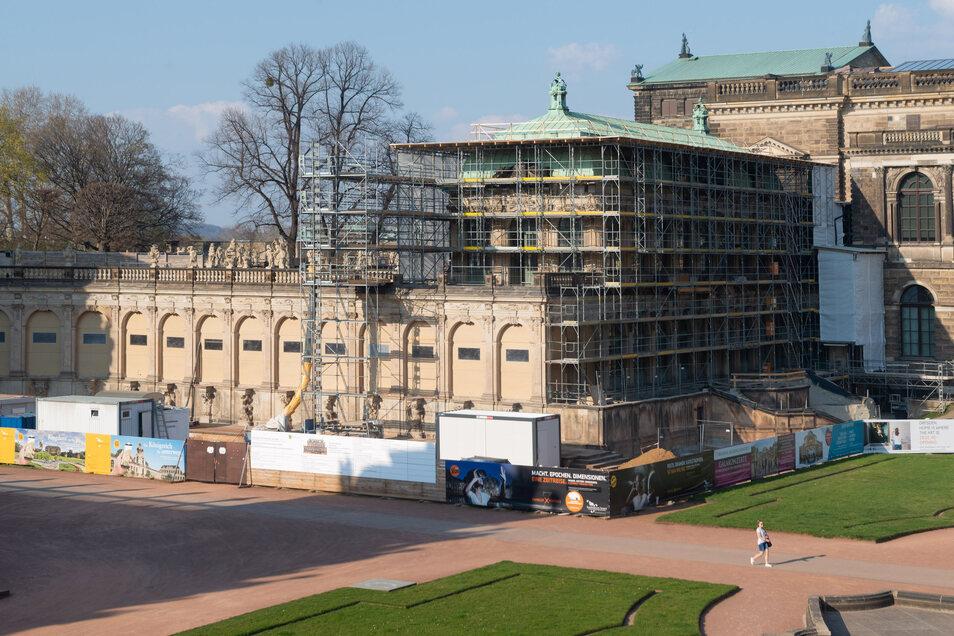 Gerüste bestimmen derzeit das Bild am Französischen Pavillon und der Bogengalerie L. Sie werden für die neue Zwinger-Ausstellung ausgebaut.