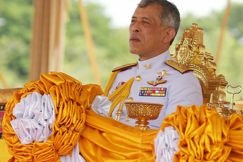 Thailands König Maha Vajiralongkorn hält sich die meiste Zeit in Bayern auf. Das könnte ihm jetzt Probleme bereiten.