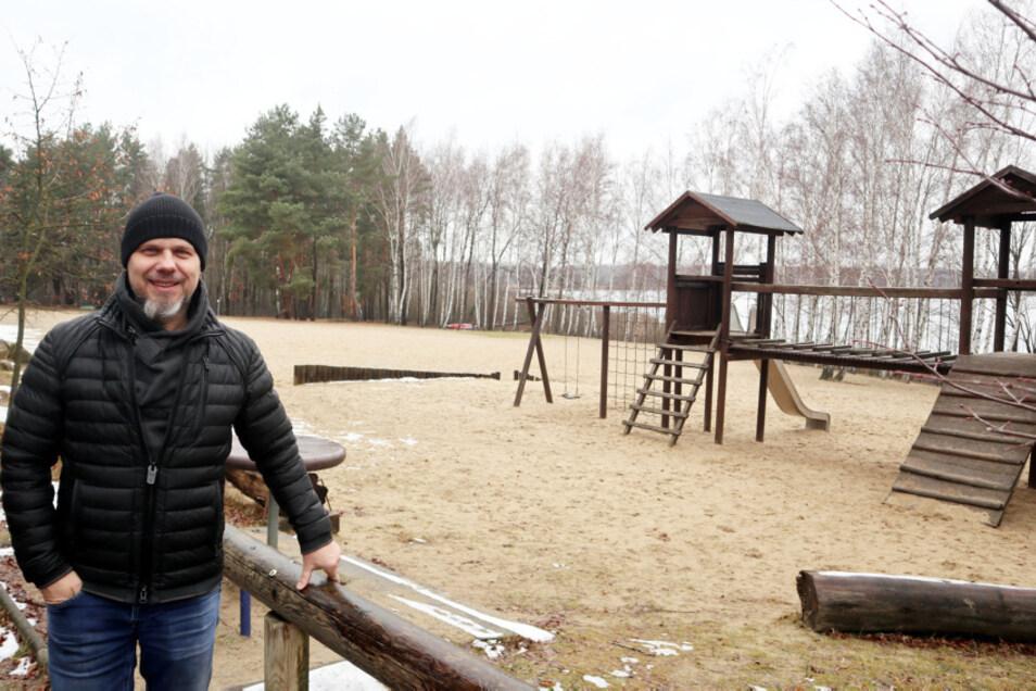 Falk Nowotnick (51) ist seit 2010 Betreiber des Campingparks Silbersee – idyllische Lage am Wasser und teilweise im Wald.