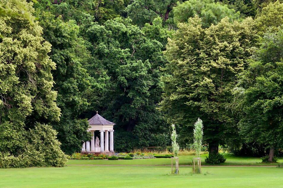 Poetische Inschriften und kleine Tempel: Im Schlosspark Tietfurt flanierten einst schon Goethe, Schiller und Wieland.